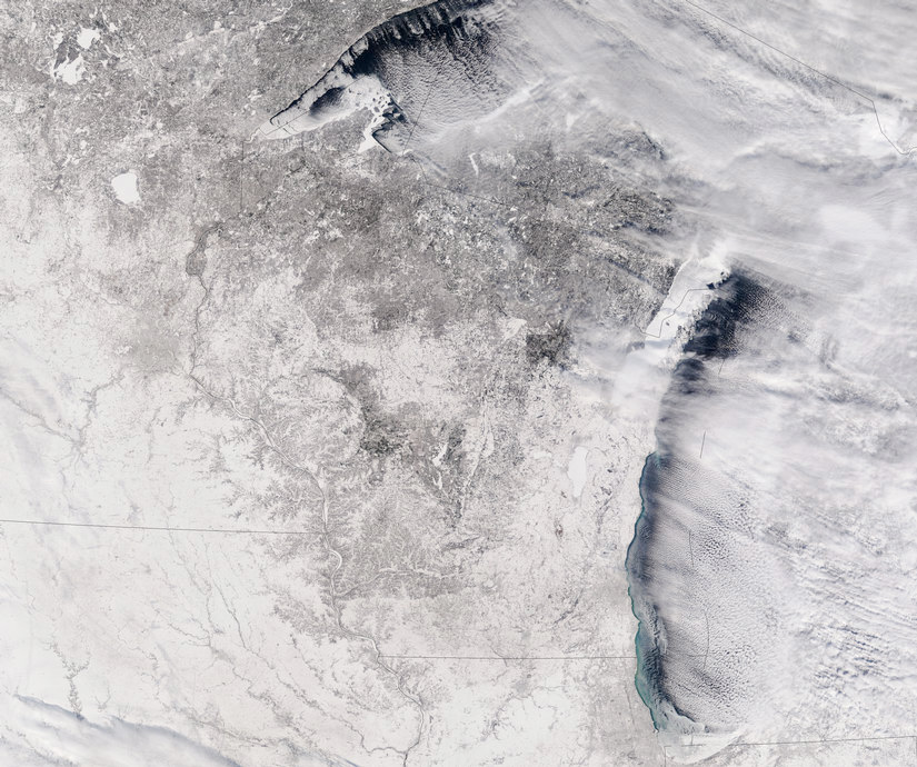 wisconsin state outline barely visibl under snow cover
